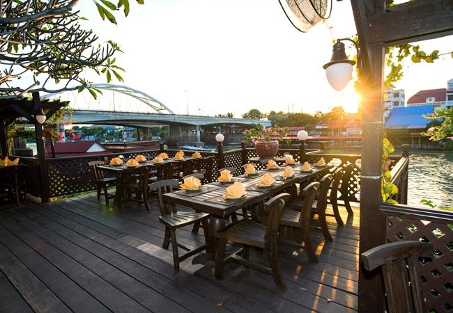 Krungsri River Hotel : Suan Rim Num Restaurant